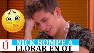 Nick se derrumba y rompe a llorar: