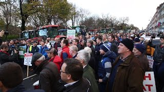 Farmers bring Dublin city centre to standstill