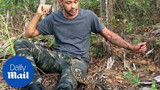 Man tries to escape being bitten by a rattlesnake - Daily Mail