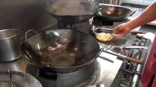 たっぷりのあんをスープ感覚でいただく天津飯です。材料をかき混ぜすぎ...