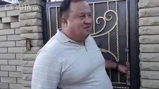 Журналисты встретили судью по делу Ефремова Александр Пелиха под его домом | Страна.ua