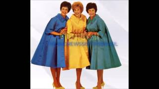 The Andrews Sisters - Boogie Woogie Bugle Boy (Dot Records)