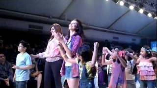 Vaishali Desai as Showstopper at the India Kids Fashion Week Thumbnail