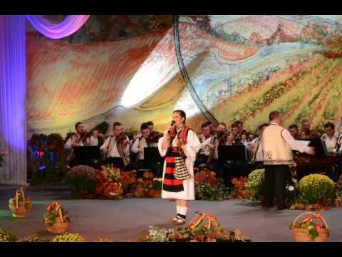 Daria Gâdea - vocal - Festivalul National de Folclor Strugurele de Aur
