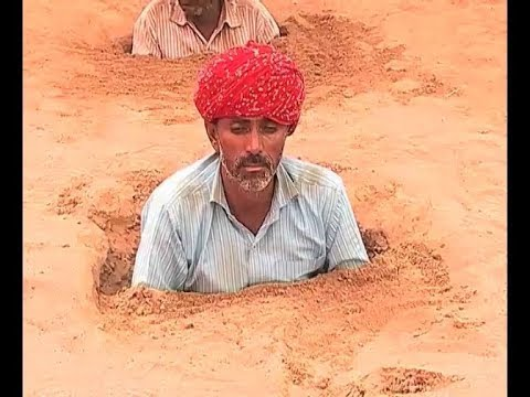 Jaipur: Farmers protest against land acquisition by 'burying' themselves in ground