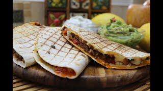 Мексиканская кесадилья с соусом гуакамоле