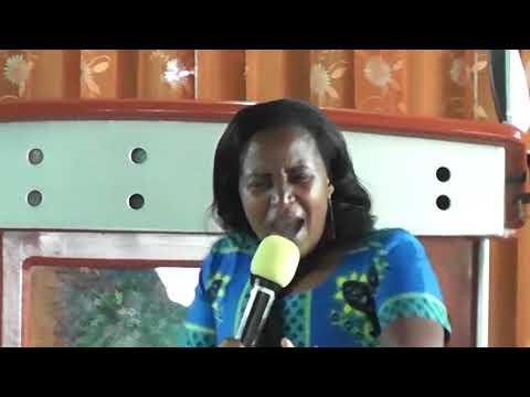 Christina Mbilinyi - Nimeziona Baraka akiimba katika kanisa la MITO YA BARAKA