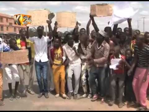 Hundred of youths block Garissa - Nairobi road protesting delays in ID issuing