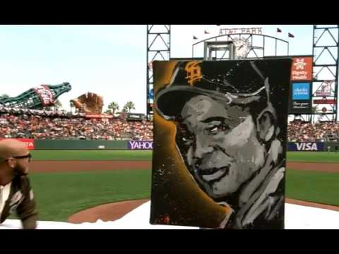 The Giants give Willie Mays portrait before home opener