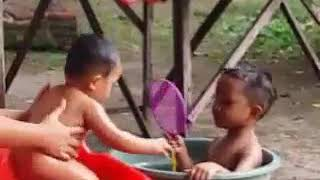 Download Video Mandi bareng mas Dana MP3 3GP MP4