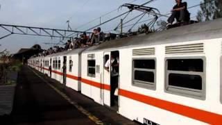 KRL JABOTABEK 中央線 ラッシュ時間帯 エコノミー列車