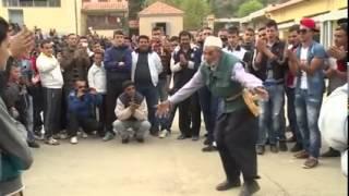 Algérie, Kabylie: un chibani danse super bien