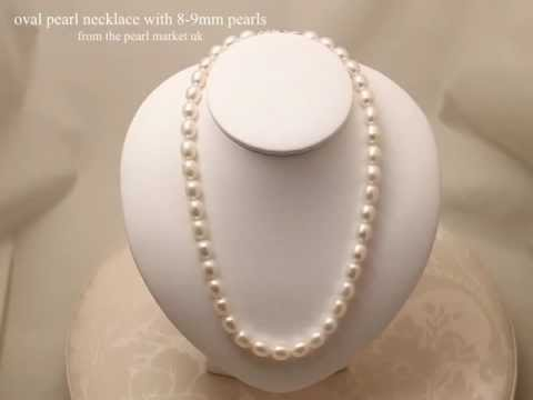 Pearl necklace with oval pearls