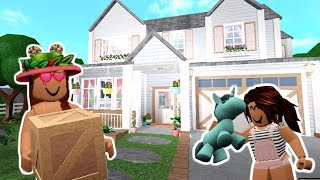 WE MOVED INTO OUR NEW HILLSIDE HOME! Bloxburg | Roblox
