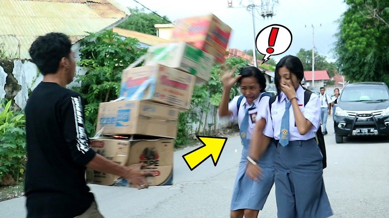 Jatuhin Box Di Kepala Orang - Anti Gravity Boxes Prank Indonesia