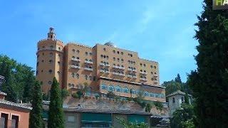 НА Игнасио Дуран. Люкс у стен Альгамбры – второй самый старый действующий отель в Испании(Смотрите другие видео на www.novostiandalusii.com Здесь останавливались царствующие особы, звезды Голливуда и знамени..., 2015-09-17T13:00:46.000Z)