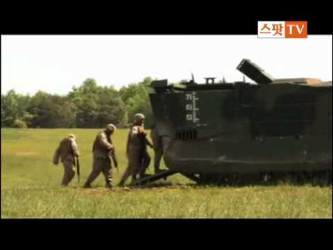 EFV Expeditionary Fighting Vehicle amphibious tracked armour