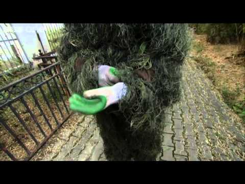 The grass suit: a cunning disguise - Wild about Pandas - BBC One