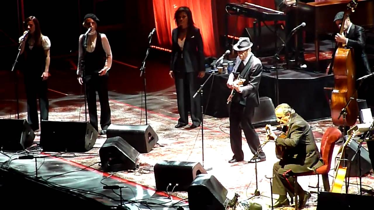 Leonard COHEN Le Partisan live in Paris 2009 - YouTube