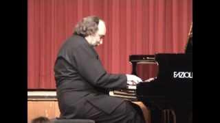 видео: Mussorgsky-Mikhail Arkadev Картинки с выставки играет М.Аркадьев.mpg