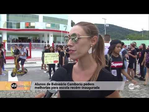 Alunos de escola estadual em Balneário Camboriú saem às ruas para exigir condições de estudo