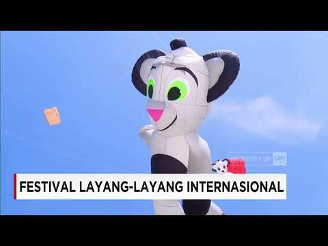 Adu Cantik Dalam Festival Layang-Layang Internasional Di Surabaya