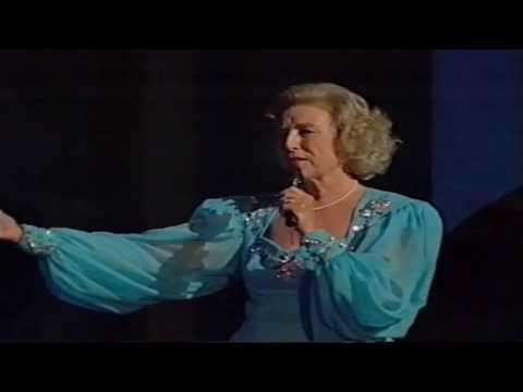 dame-vera-lynn-with-a-wartime-medley.-(a-royal-birthday-gala…part-15/30)-hd