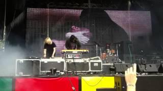 Crystal Castles - Telepath (LIVE @ Balaton Sound '13)