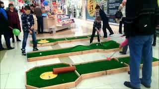 аттракцион мини гольф