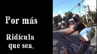 Ciclista Cruza Semáforo en Rojo y Motociclista no logra frenar.