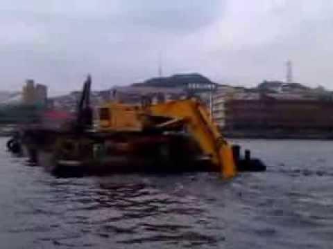dredger at work@Keelung Harbor