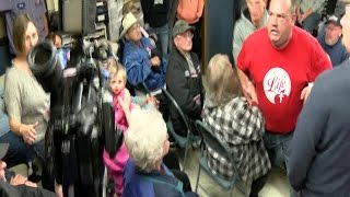 Fight breaks out at Indiana town board meeting