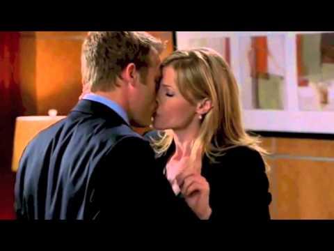 Julie Bowen Kisses