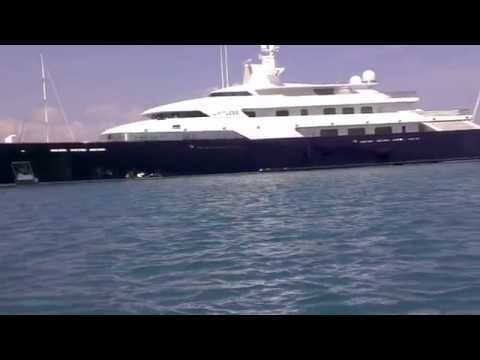 Superyacht Limetless docking in Antibes