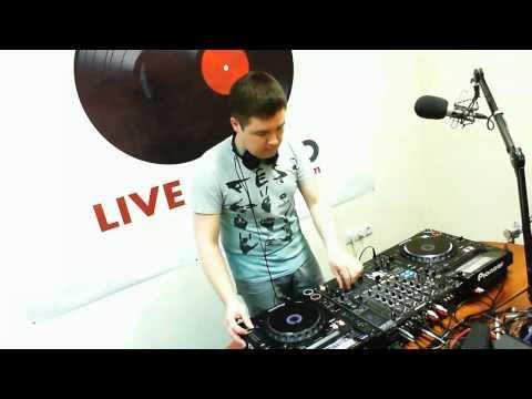 Livestudio 98 3fm@Denis Stark Broadcasting LIVE on Justin tv 9,01,14