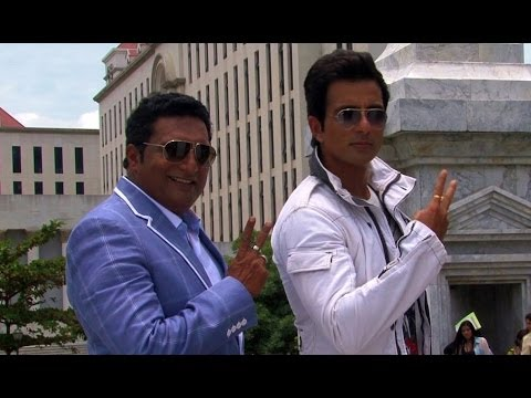Akshay Kumar Rags Prakash Raj on the sets of Its Entertainment- Behind the Scenes