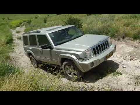 Jeep Commander  не  плохо сражается с бездорожьем .