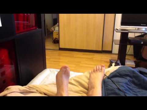 Маркус боится укусить ногу