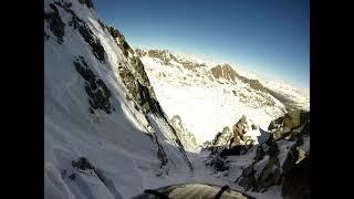 Esquí al pic de Ribuls corredor directo. Ski de pente raide au pic de Ribuls couloir directo.
