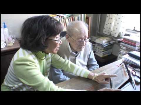 Dr. Adeline Yen Mah meets the founder of Pin Yin Zhou Youguang