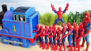 スパイダーマンが連続で機関車トーマスに乗り込むぞ~ 何人入れるかな ニューブロックも登場