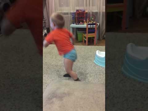 Артёмка танцует