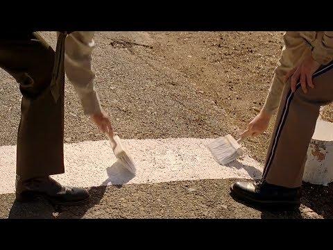 【穷电影】警察在地上画了一条线,警告大家别过去,因为会发生很诡异的事