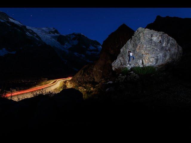 Bouldern in der Nacht Fotografie Langzeitbelichtung und Blitz
