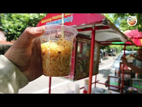 INDOMIE GORENG !!! PAKAI GELAS PLASTIK MENGINGATKAN MASA LALU   YOGYAKARTA STREET FOOD #BikinNgiler