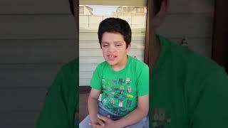 ¡ESCUCHA ESTO! Niño con hipoacusia envía mensaje