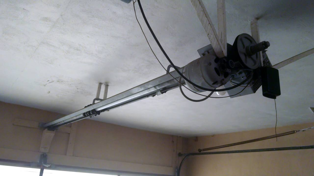 Old garage door opener - YouTube