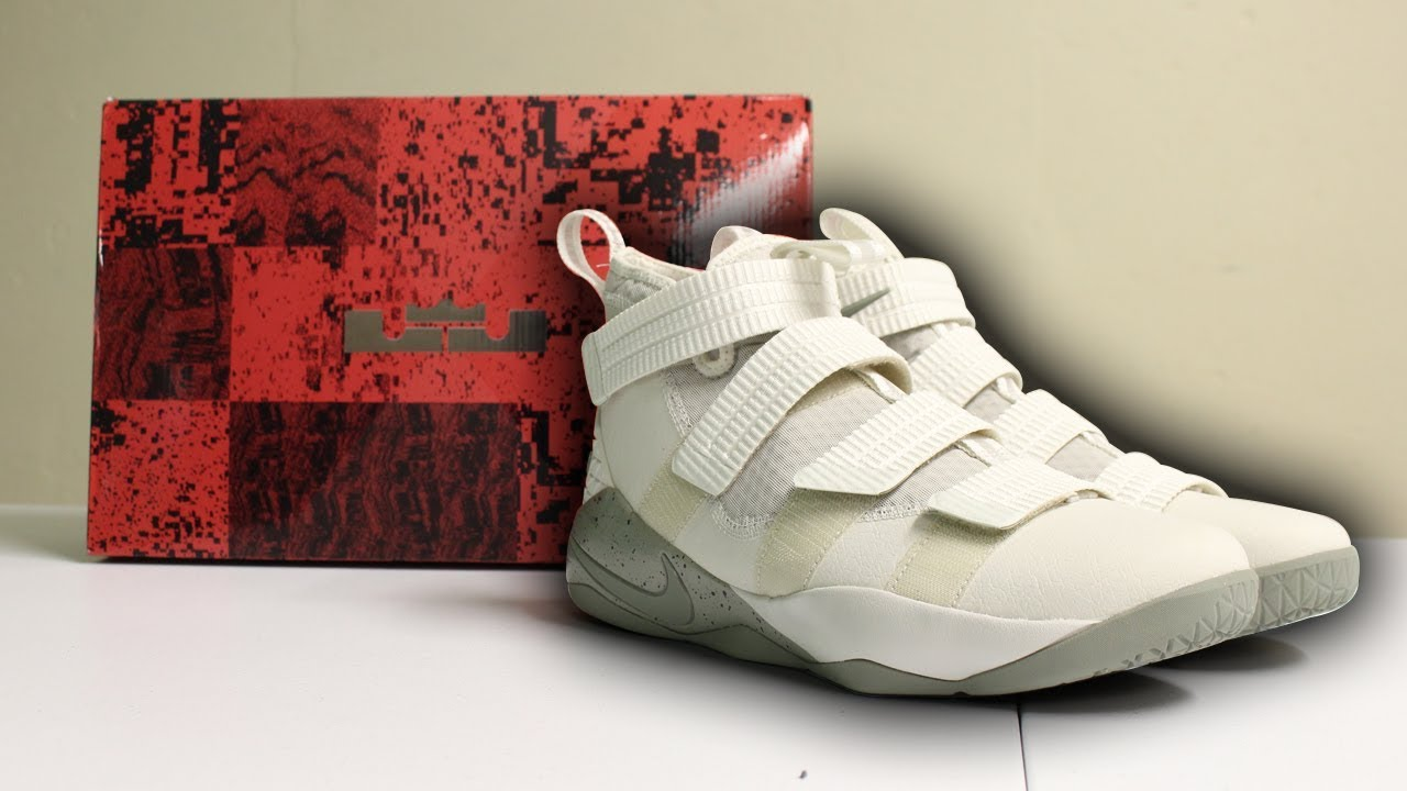 904f0e5abc4 Unboxing LeBron Soldier XI SFG