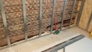 видео Отделка деревянного дома гипсокартоном: монтаж изнутри