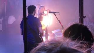 Gambar cover Brick By Boring Brick - Paramore - London 19/6/17